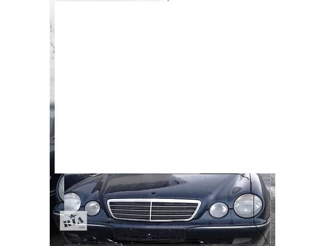 продам Б/у Решотка капота для легкового авто Mercedes E-Class 98-2001 бу в Ровно