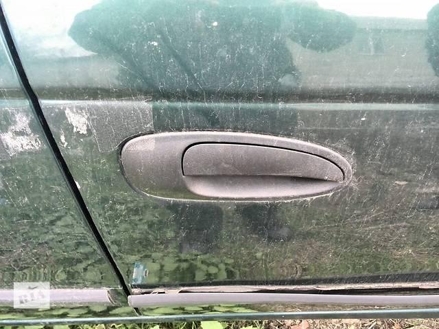 бу Б/у ручка двери передняя правая внешняя 69210-05070-C0 для седана Toyota Avensis 1999г в Киеве