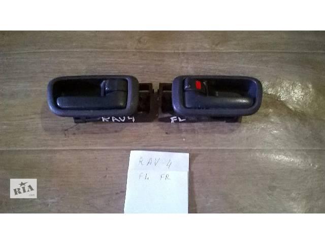 продам Б/у ручка двери внутренняя для кроссовера Toyota Rav 4 2002г бу в Киеве