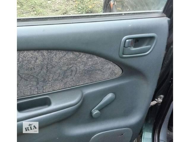 купить бу Б/у ручка двери задняя правая внутренняя 69205-05020-B0 для седана Toyota Avensis 1999г в Николаеве