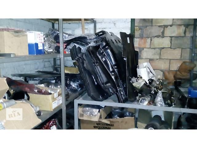 бу Б/у шумка капота для седана BMW 7 Series (все) в Киеве