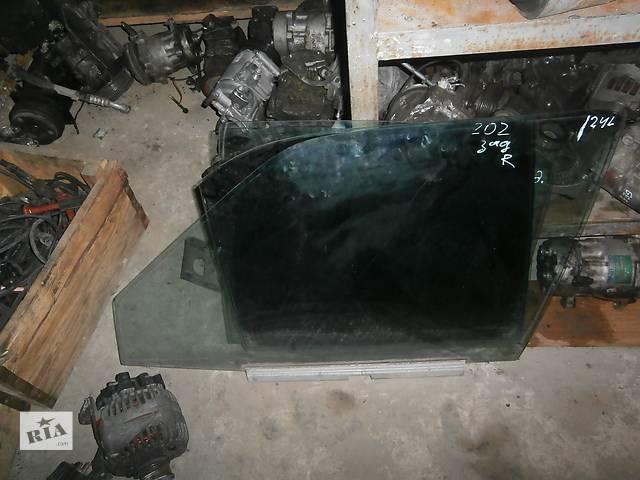 продам Б/у скло дверей для седана Mercedes 124 бу в Львове