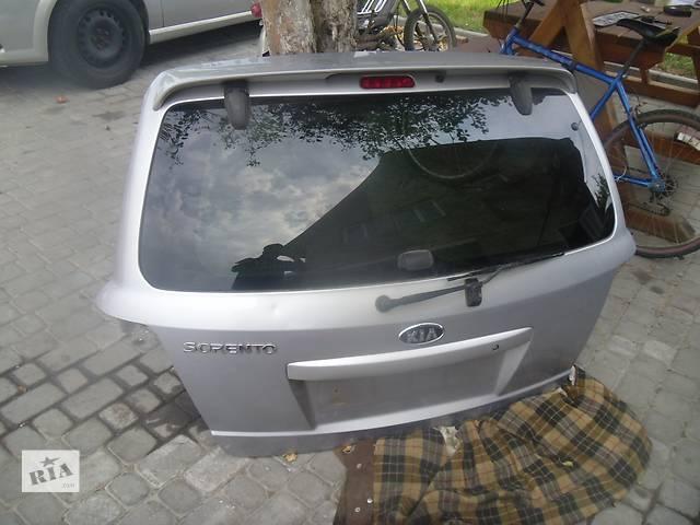 Б/у стекло кришки багажника для легкового авто Kia Sorento 2008- объявление о продаже  в Коломые