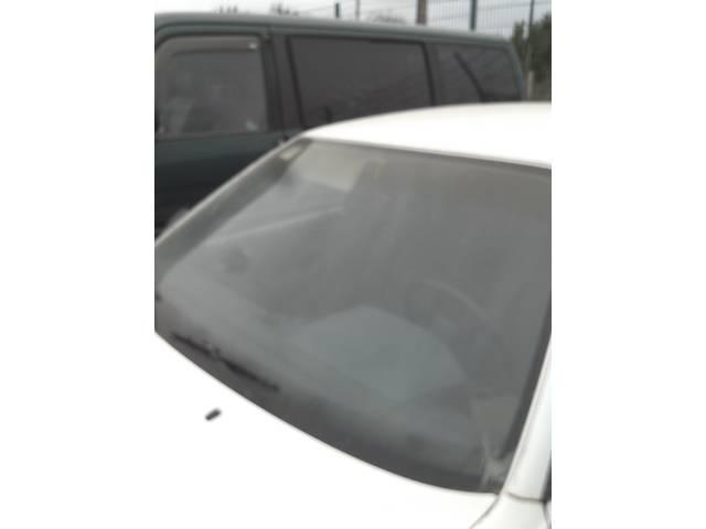 купить бу Б/у стекло лобовое/ветровое для седана Audi 100 в Ивано-Франковске