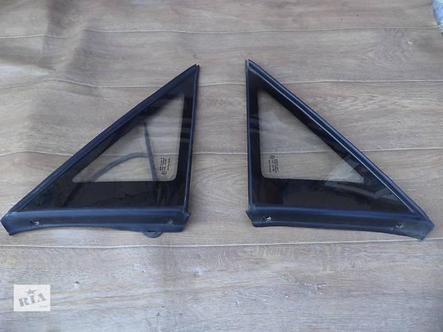купить бу Б/у стекло задней стойки левое и правое для седана Opel Omega A 1993г в Киеве