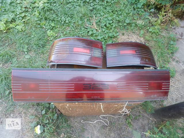 купить бу Б/у стоп и бленда для седана Mazda 323 в Киеве