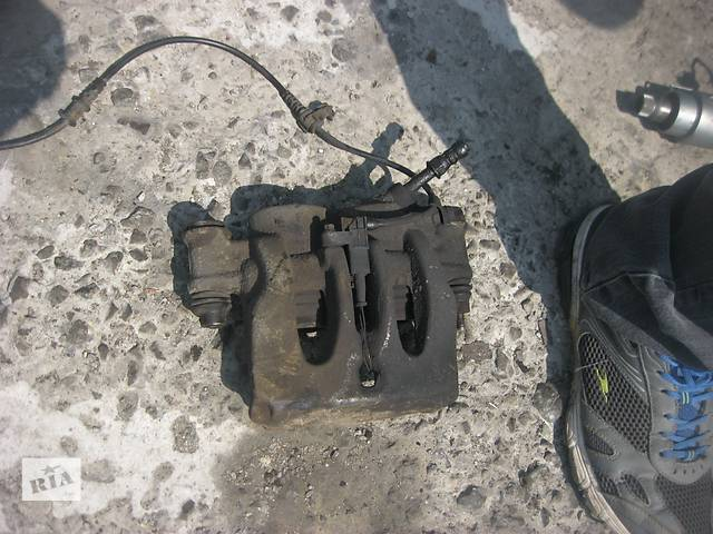 купить бу Б/у суппорт R Mercedes Sprinter2006-. в Ровно