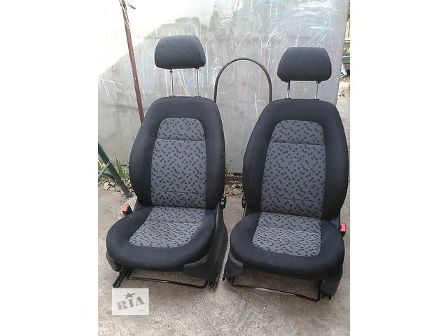 продам Б/у сиденье(пара) ,передние,задние,подголовники Skoda Fabia 00-07 бу в Запорожье