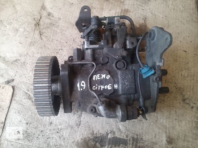 купить бу Б/у топливный насос высокого давления для легкового авто Citroen Berlingo 1.9d(xud-9) в Ковеле