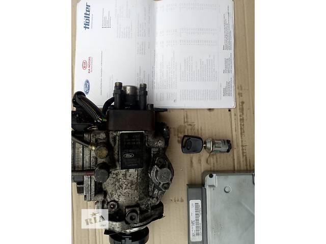 бу Б/у топливный насос высокого давления/трубки/шест для легкового авто Ford Transit Connect в Львове
