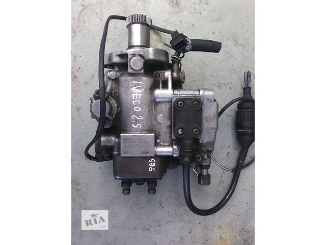 купить бу Б/у топливный насос высокого давления/трубки/шест для легкового авто Iveco TurboDaily 2.5 td в Ковеле