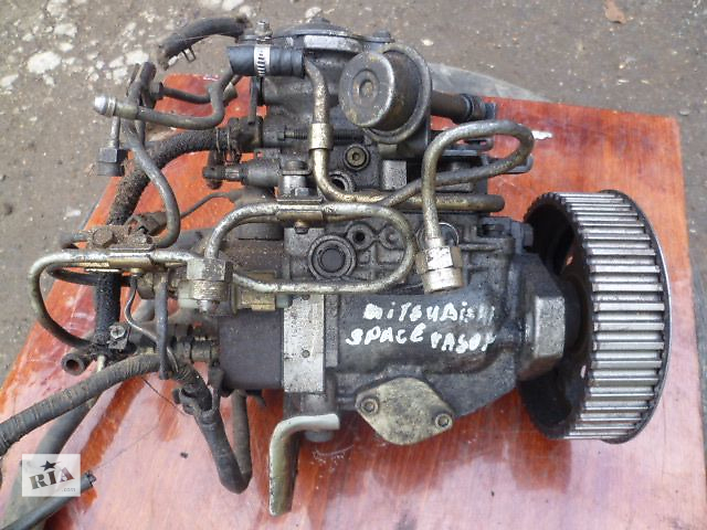 купить бу Б/у топливный насос высокого давления/трубки/шест для легкового авто Mitsubishi Space Wagon 1991 в Черновцах