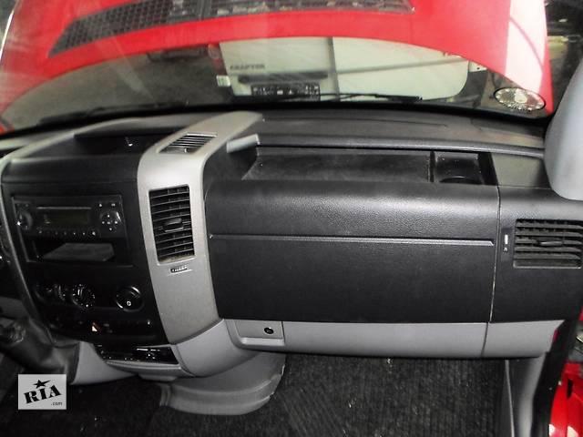 купить бу Б/у Торпеда Торпедо/накладка Mercedes Sprinter W906 Мерседес Спринтер Крафтер 2006-2012 в Рожище