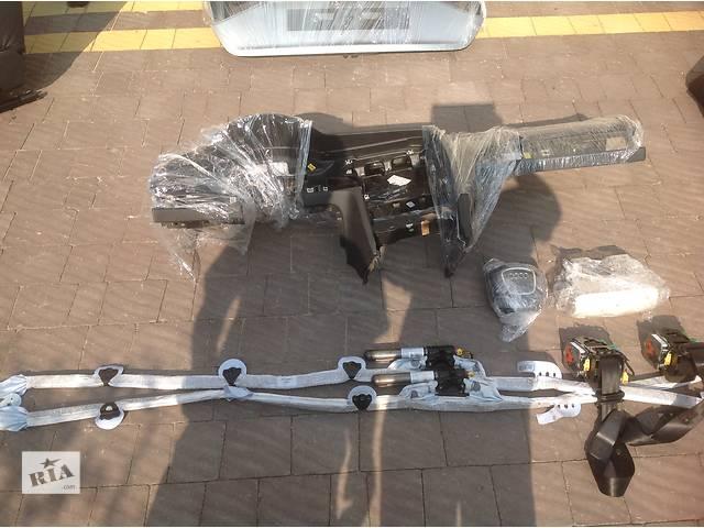 продам Б/у торпедо/накладка для легкового авто Audi A6 бу в Львове