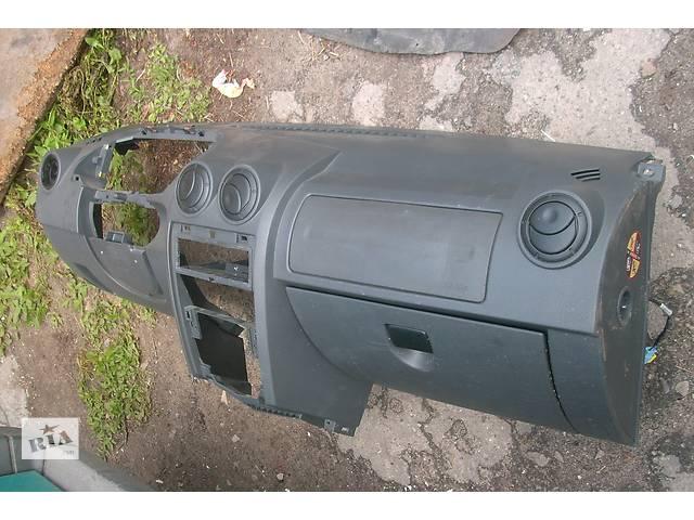 бу Б/у торпедо/накладка для легкового авто Dacia Logan в Львове