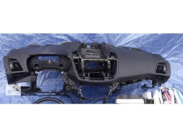 продам Б/у торпедо/накладка для легкового авто Ford Kuga бу в Здолбунове
