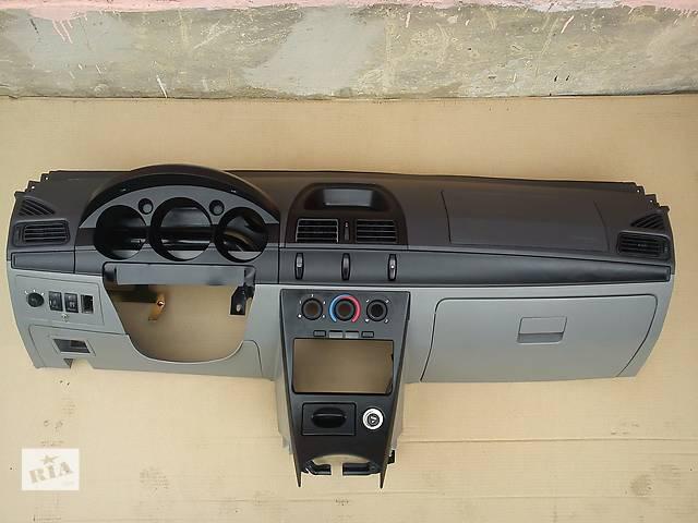 продам Б/у торпедо/накладка для легкового авто Geely CK бу в Полтаве