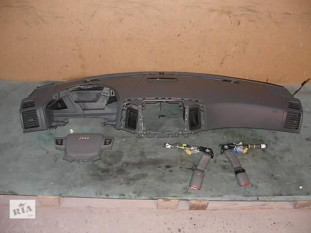 продам Б/у торпедо/накладка для легкового авто Jeep Grand Cherokee бу в Здолбунове