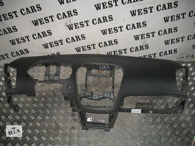 бу Б/у торпедо/накладка для легкового авто Kia Ceed SW 2009 в Луцке