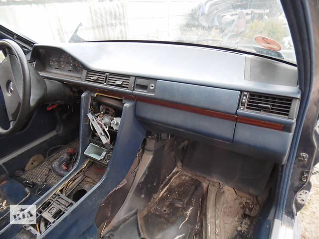 продам Б/у торпедо/накладка для легкового авто Mercedes 124 бу в Дубно