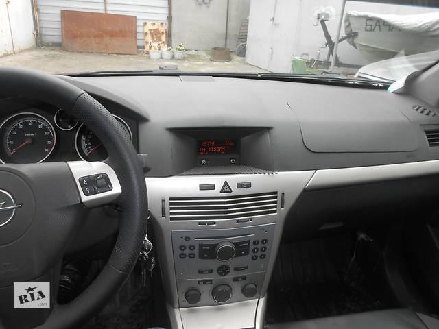 купить бу Б/у торпедо/накладка для легкового авто Opel Astra H Hatchback в Киеве