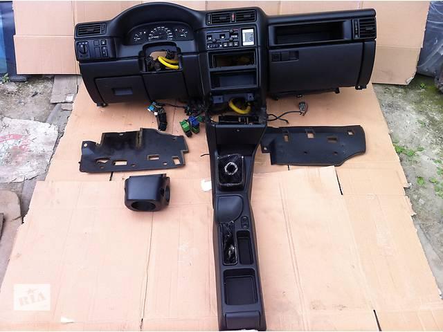продам Б/у торпедо/накладка для легкового авто Opel Vectra A бу в Виннице
