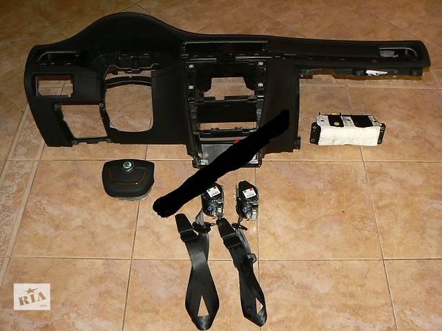продам Б/у торпедо/накладка для легкового авто Skoda SuperB бу в Здолбунове