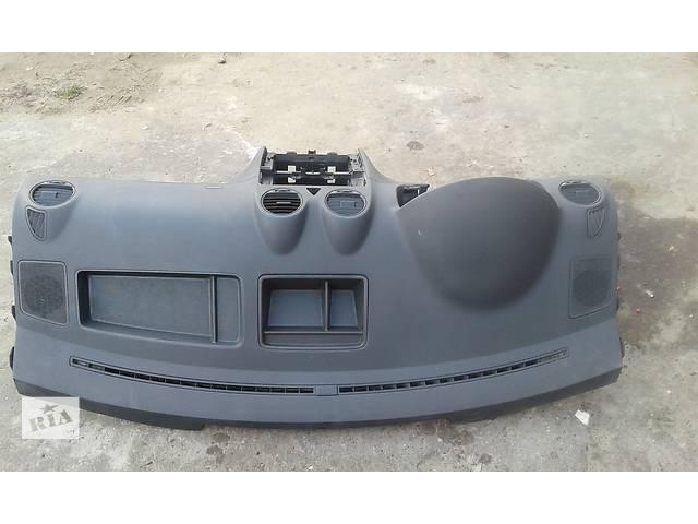 продам Б/у торпедо/накладка для легкового авто Volkswagen Caddy бу в Яворове