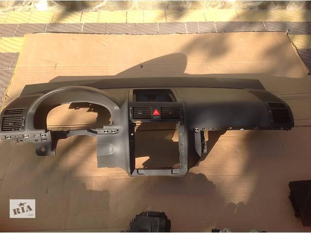 продам Б/у торпедо/накладка для легкового авто Volkswagen Touran бу в Львове