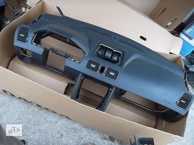 бу Б/у торпедо/накладка для легкового авто Volvo XC90 2013 в Ровно