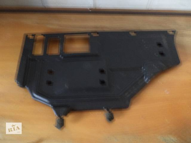 купить бу Б/у торпедо/накладка пластиковая нижняя под бардачок 55607-33100 для седана Toyota Camry SV40 2007г в Киеве