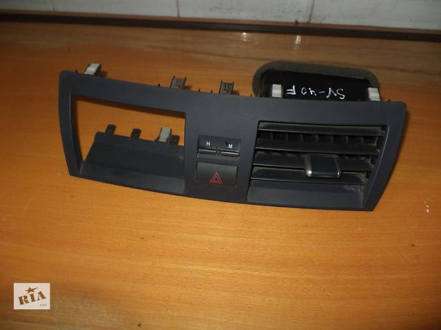 купить бу Б/у торпедо/накладка воздухозаборников центральная для седана Toyota Camry SV40 2007г в Киеве