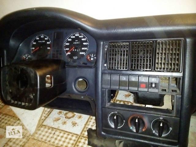 купить бу Б/у торпедо в зборі для легкового авто Audi 80 в Ровно