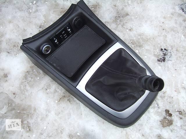 продам Б/у центральная консоль для легкового авто Hyundai Santa FE бу в Ровно