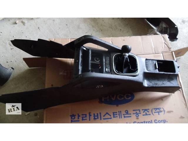 продам Б/у центральная консоль пола для легкового авто Volkswagen Jetta 2008 бу в Коломые