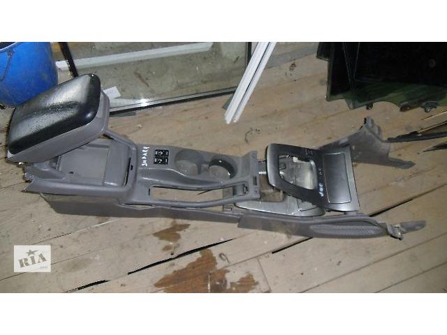 продам Б/у центральная консоль+подлокотник для легкового авто Subaru Forester 2007 бу в Коломые