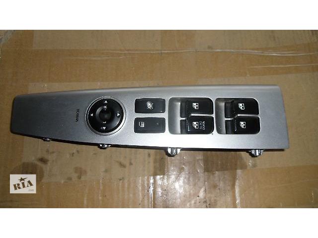 бу Б/у включатель стеклоподъемника левый для легкового авто Hyundai Santa FE 2009 в Коломые