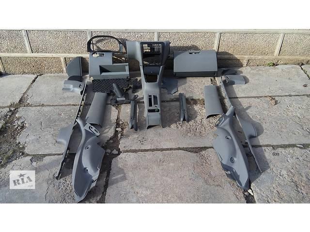 продам Б/у внутренние компоненты кузова для легкового авто Skoda Octavia бу в Черновцах
