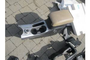 б/в Внутрішні компоненти кузова Mitsubishi Outlander XL
