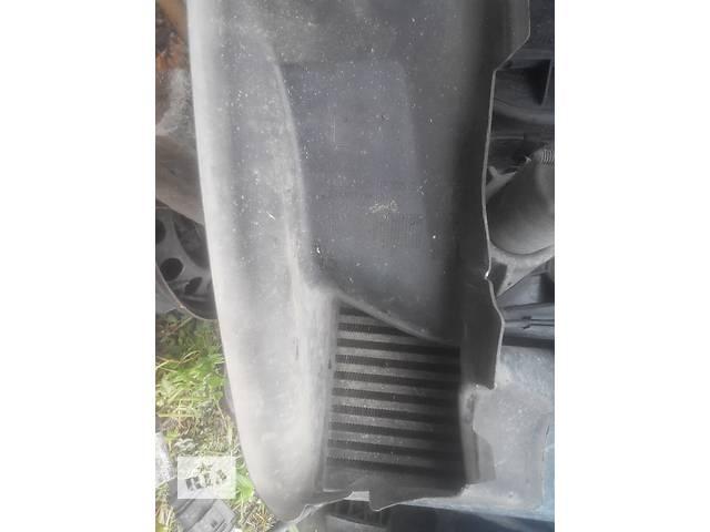купить бу Б/у Воздухозаборник (наружный) інтеркулера для легкового авто Audi A4 в Львове