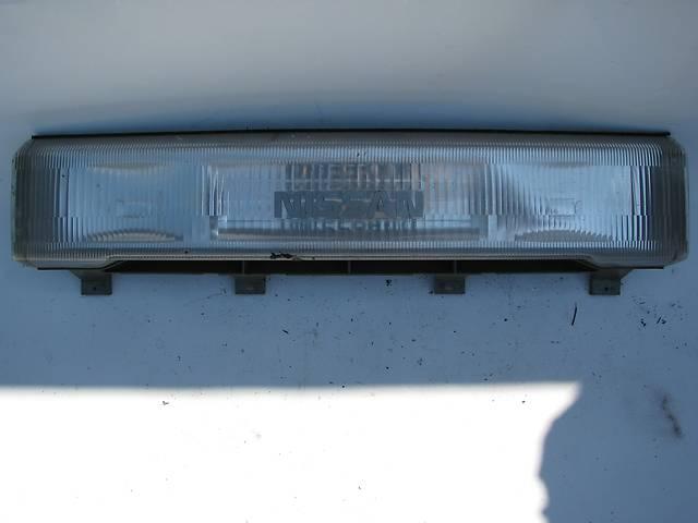 продам Б/у вставка между фар Nissan Vanette 1992 бу в Броварах