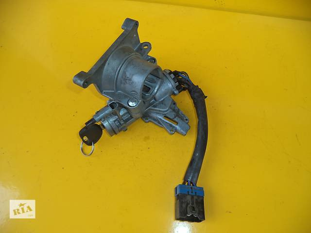 продам Б/у замок зажигания/контактная группа для легкового авто Mitsubishi Montero (91-96) бу в Луцке