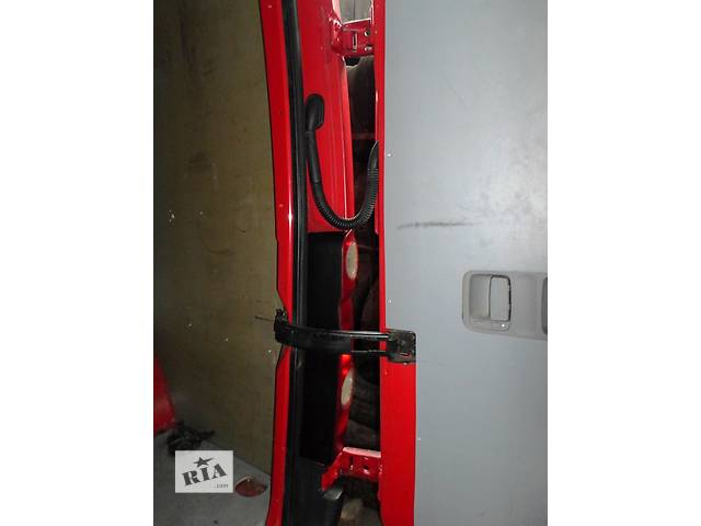 купить бу Б/у Завіси задні петля задней двери для Volkswagen Crafter Фольксваген Крафтер 2.5 TDI 2006-2010 в Луцке