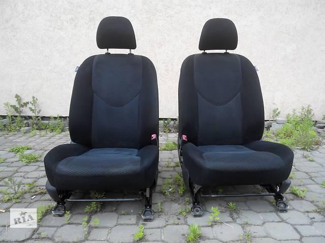 купить бу Сидушки передние и задние на RAV 4 в Луцке