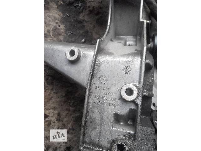 бу б/у Детали двигателя 022260087F Кронштейн генератора VAG Легковой Audi Q7 2007 в Львове