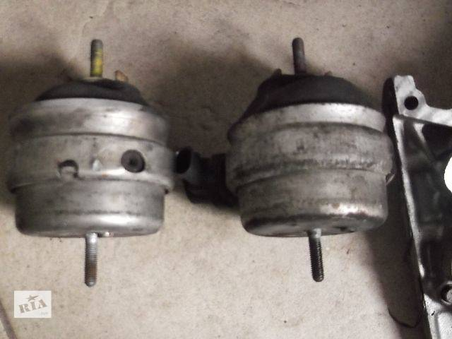бу Б/у Детали двигателя Подушка мотора Легковой Audi A4 2003 в Львове