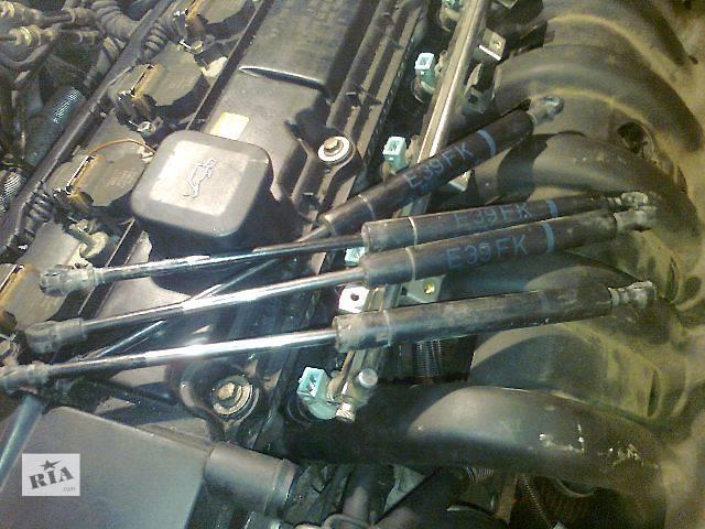 купить бу б/у Детали кузова Амортизатор капота Легковой BMW 523 2002 в Ужгороде