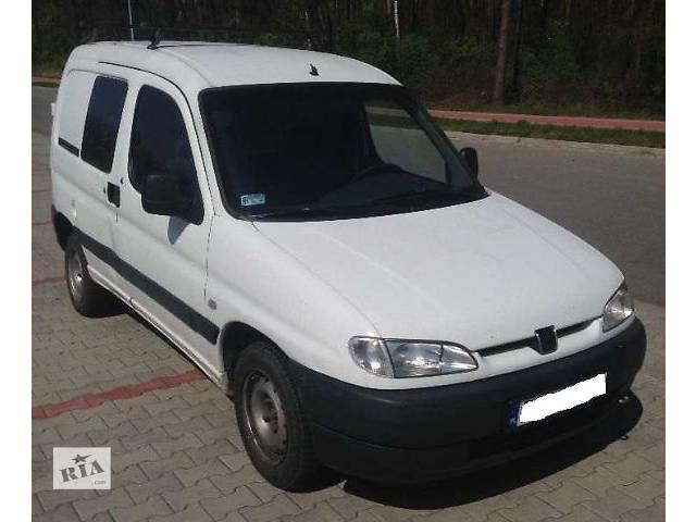 продам б/у Детали кузова Бампер передний Легковой Peugeot Partner 2000 бу в Львове
