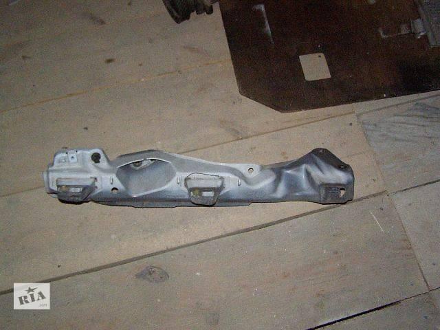 купить бу Б/у Детали кузова Кронштейн крыла Легковой Renault Kangoo пасс. 2010 в Дубно