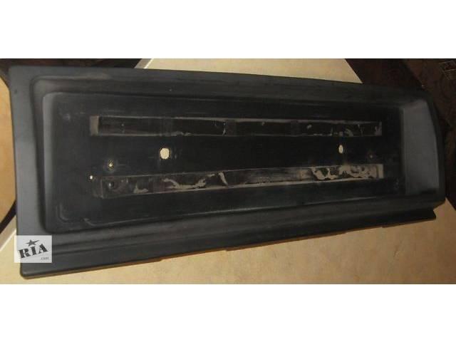 купить бу б/у Детали кузова Пластик над/под фонарём Рамка под номер Ауди 80/90 Audi B3/B4 крепления номера держатель.. в Житомире